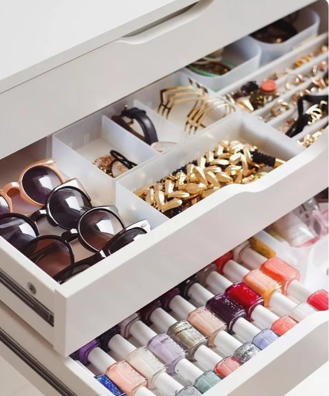 Drawer dividers with accessories. Photo by Instagram user @hamptondesignandclosets