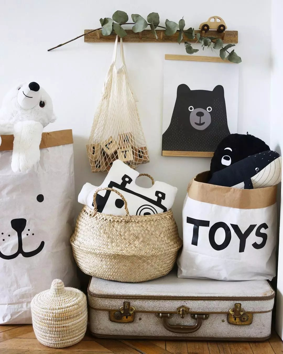 Totes with Stuffed Animals and Other Toys. Photo by Instagram user @stylepoetry
