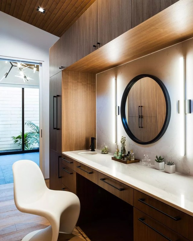 Vanity inside luxury closet. Photo by Instagram user @ravelarchitecture