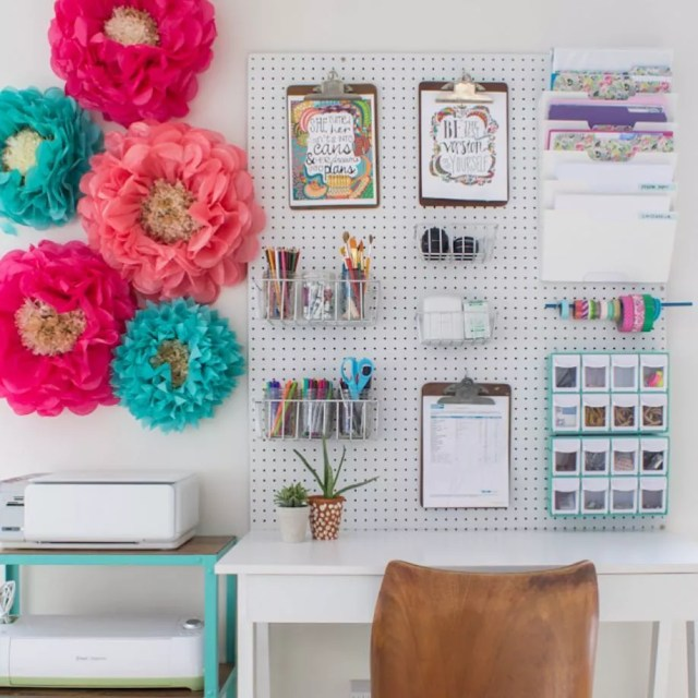 Craft room pegboard over desk. Photo by Instagram user @harmonicasa