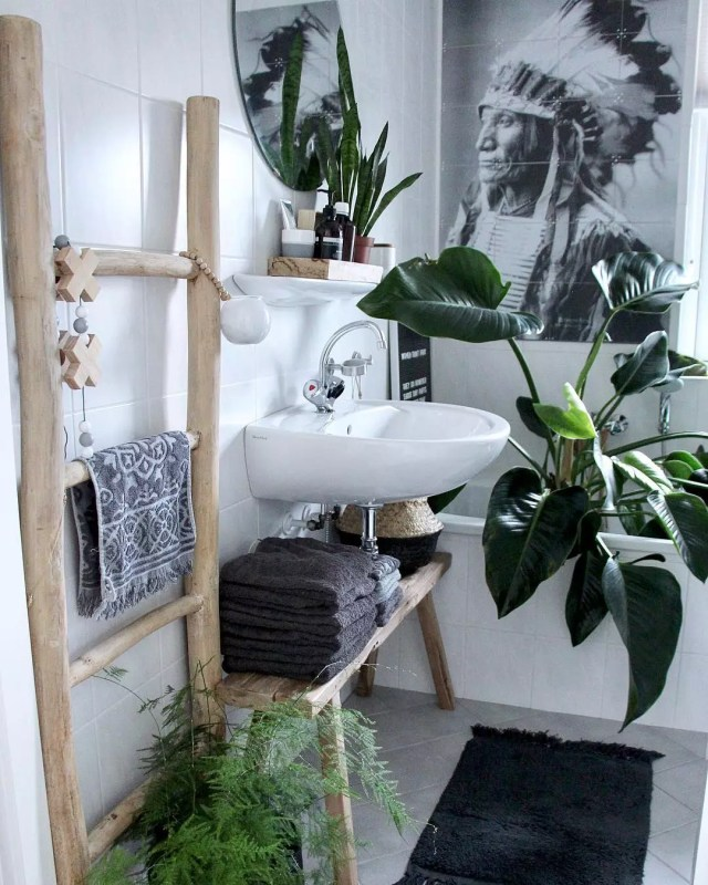 Bench with Towels Underneath Bathroom Sink. Photo by Instagram user @wonen_bij_chantal