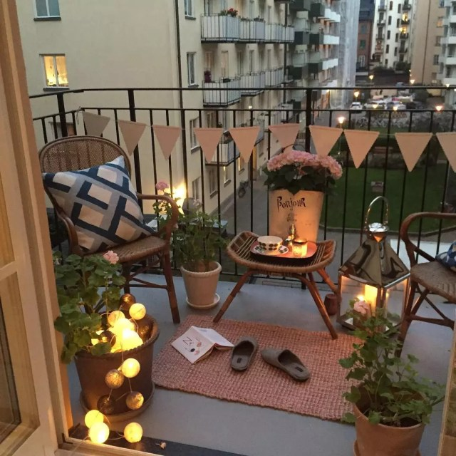 small apartment balcony with outdoor furniture set up photo by Instagram user @miss.l_creative