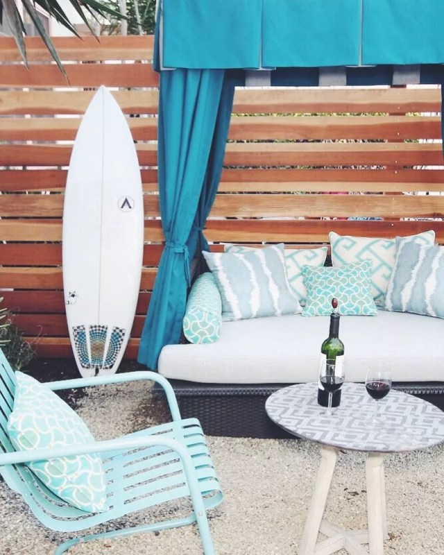 pallet wall set up behind outdoor furniture to provide privacy photo by Instagram user @loridennisinc