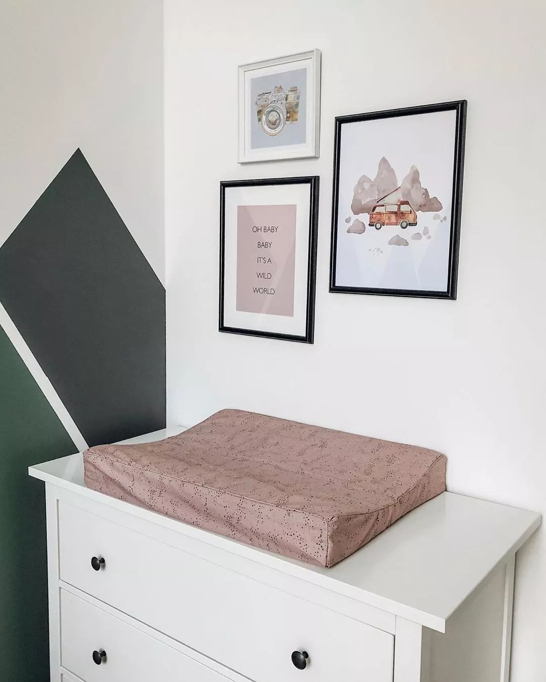 Changing table on dresser. Photo by Instagram user @so.lebt.sarah