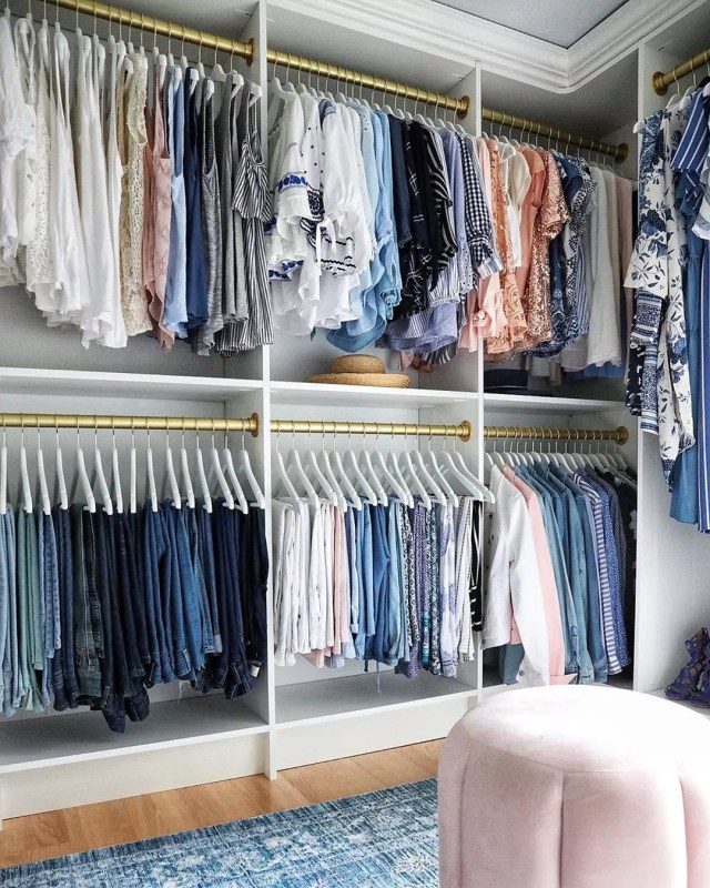Closet with Clothes Organized by Size. Photo by Instagram user @serinamariani