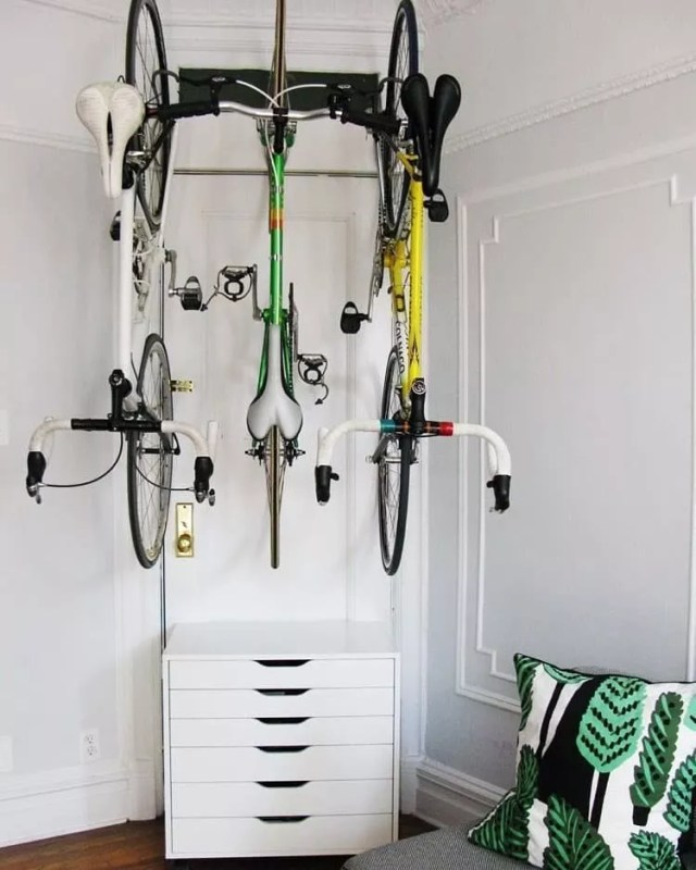 Bikes stored on ceiling. Photo by Instagram user @inspire_to_achieve_457
