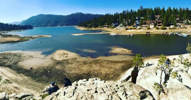 Shoreside view of Big Bear Lake in California. Photo by Instagram user @cali_girl_losing_it