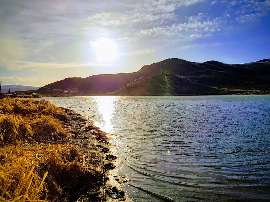 Lake in Stagecoach State Park in Colorado. Photo by Instagram user @widovonp