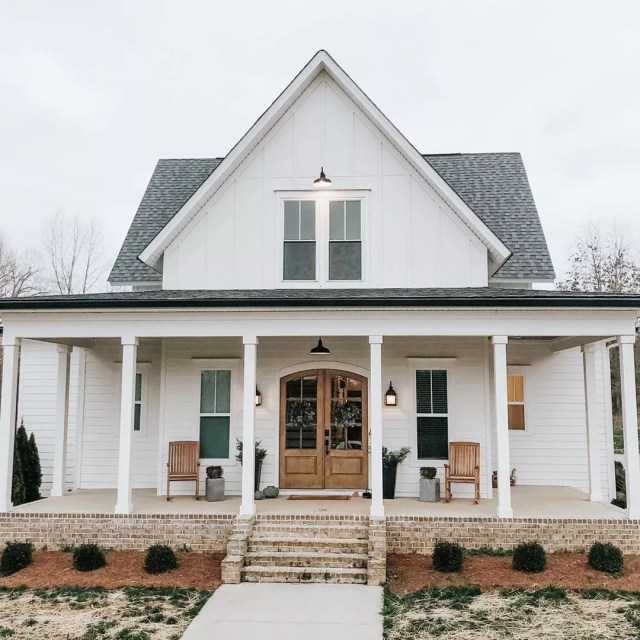 Farmhouse-style house in Tennessee. Photo by Instagram user @hestershomestead