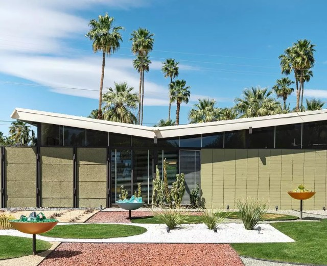 Mid-Century Modern house in Palm Springs, CA. Photo by Instagram user @mimi.payne