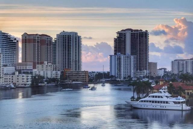 Sun sets across Fort Lauderdale skyline. Photo by Instagram user @daniel_eidsmoe