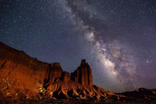Capitol Reef National Park sits under a dark stary sky. Photo by Instagram user @capitolreefnps
