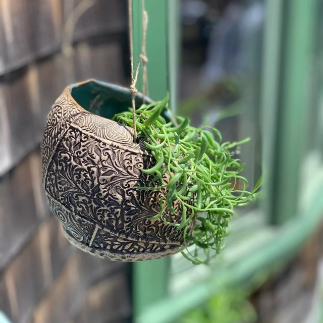 Hanging planter outside of home. Photo by Instagram user @oneofakindrockport