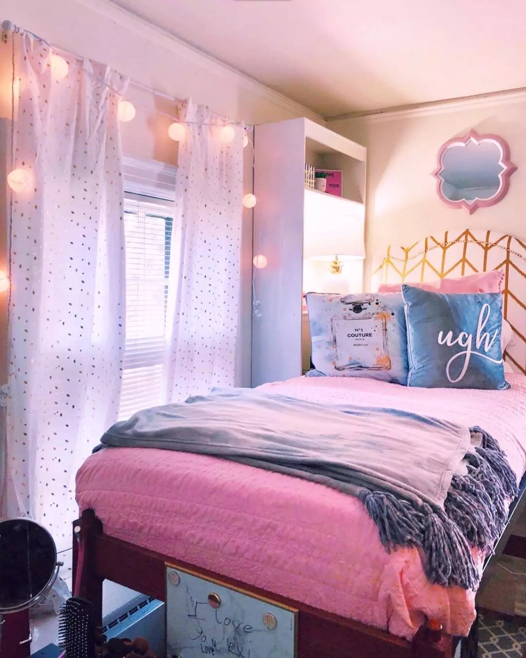College Dorm Room with Stylish Polka Dot Curtains. Photo by Instagram user @lexigossom