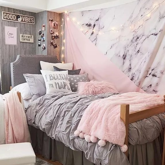 College Dorm Room Bed with Stylish Pink and White Throw Pillows. Photo by Instagram user @tempaper_designs