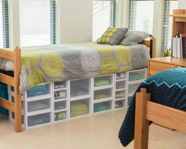 26 dorm room organization storage tips extra space storage - College dorm storage ideas ...