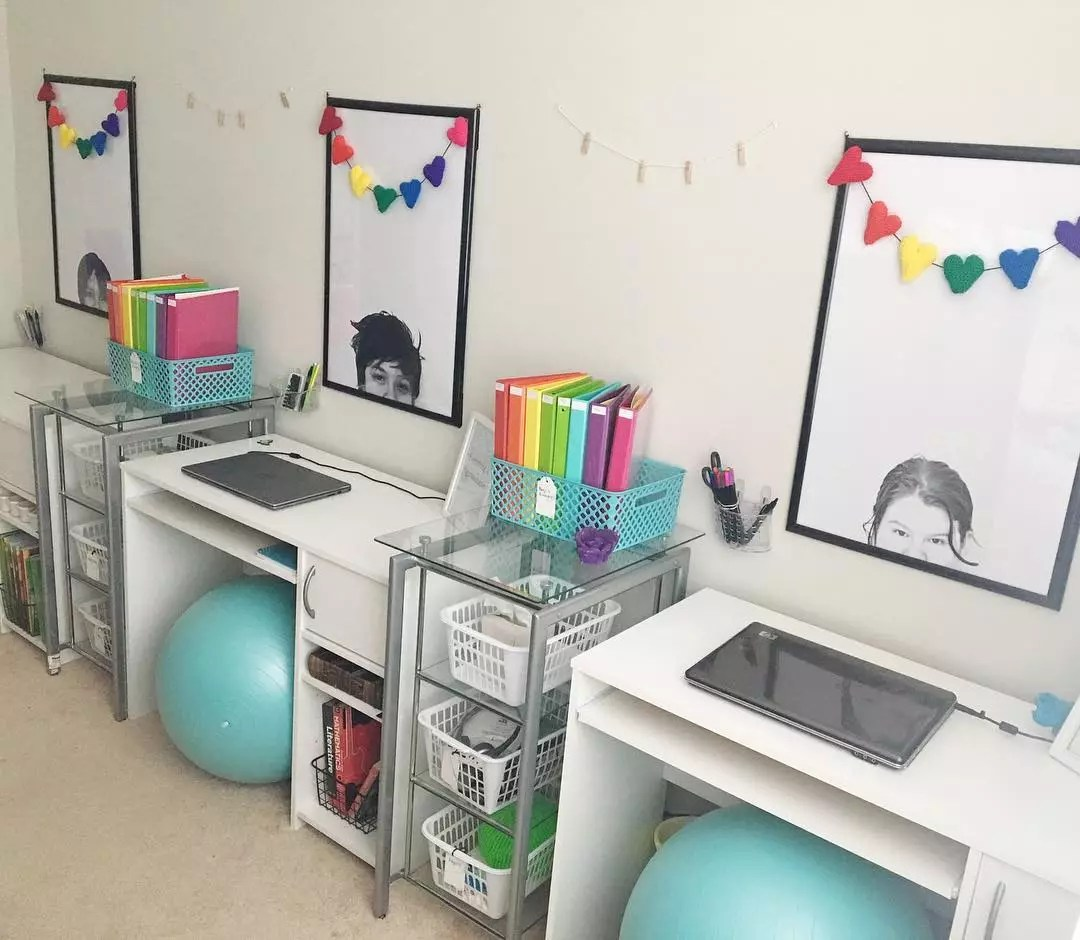 Kids study room with balance balls for seats. Photo by Instagram user @bricely201828