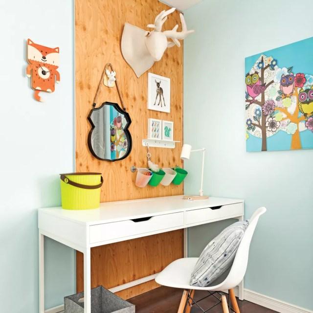 Kids study corner in home office. Photo by Instagram user @flexisnap.cendrex