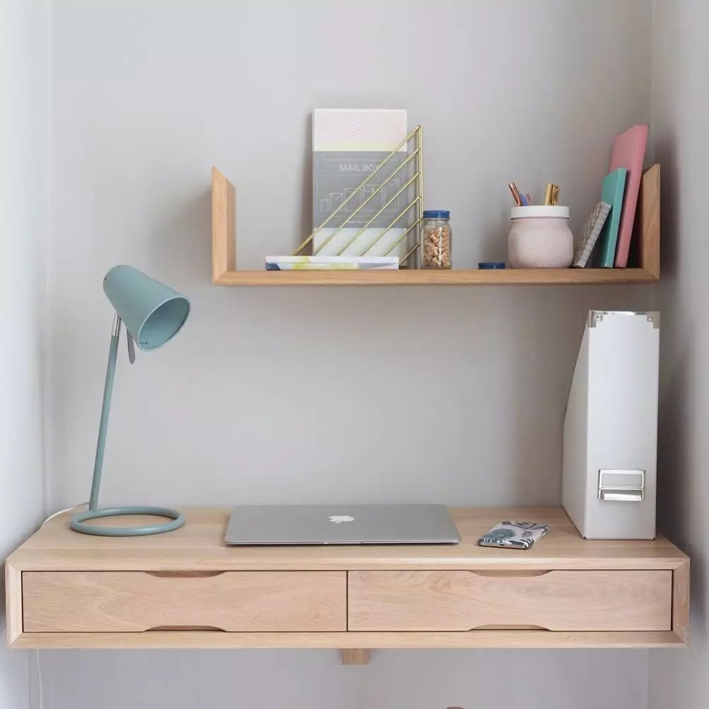Floating desk with laptop and lamp. Photo by Instagram user @urbansize_home
