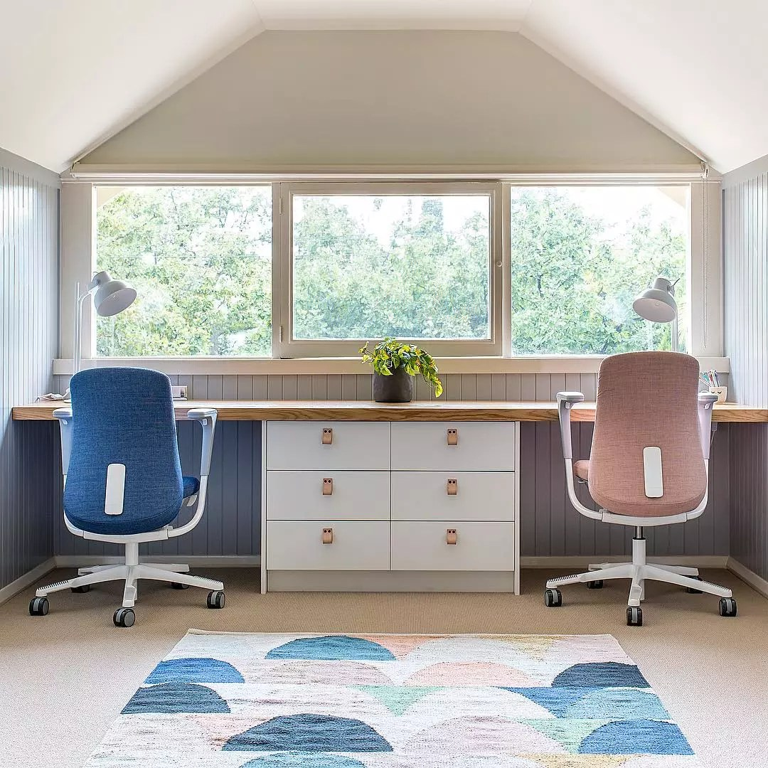 Modern home office with blue and pink color scheme. Photo by Instagram user @liberty.interiors