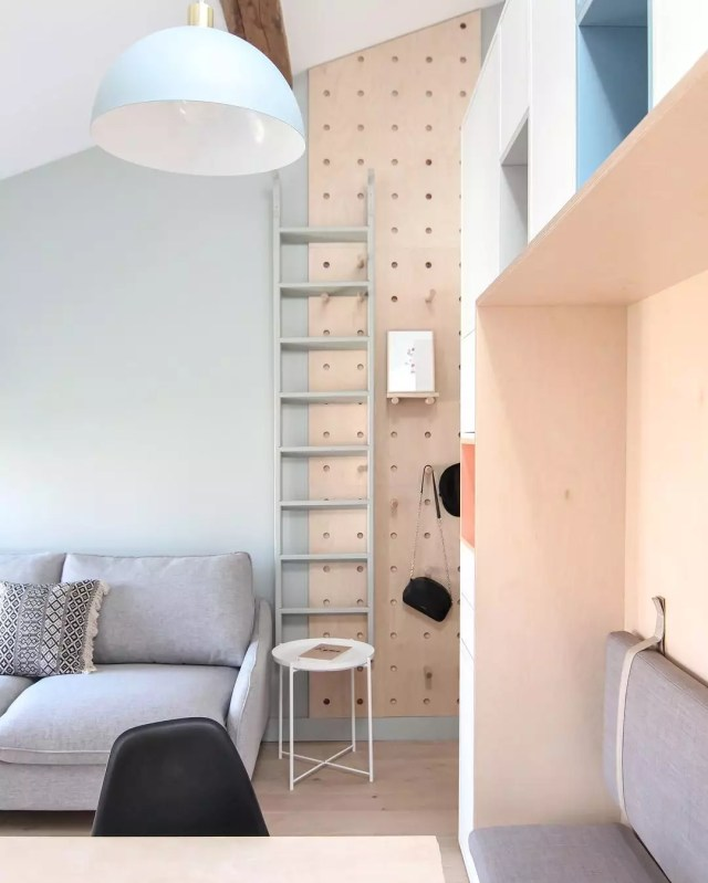 Drop zone in small apartment. Photo by Instagram user @littleanana