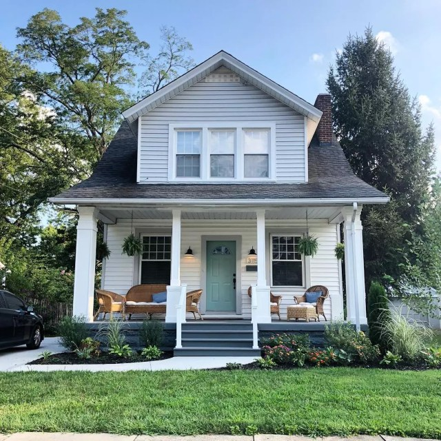 Beautiful white 2 story home with front porch. Photo by Instagram user @erinpfay