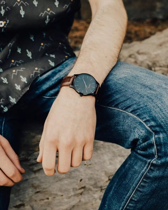 Minimalist men's watch. Photo by Instagram user @garcon_finery