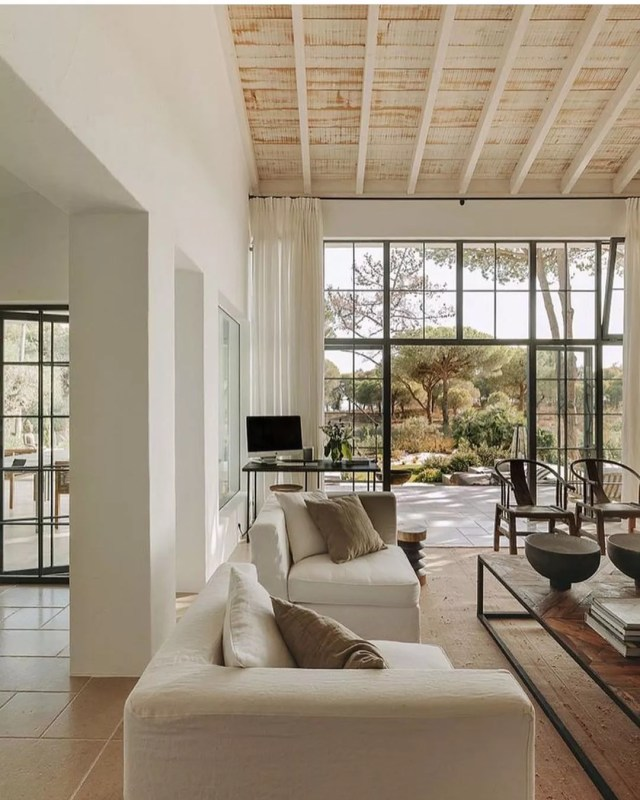 Minimalist luxury home with good natural light. Photo by Instagram user @ashleytstark