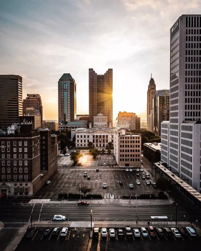 downtown columbus skyline at sunset photo by Instagram user @thepiercecolumbus
