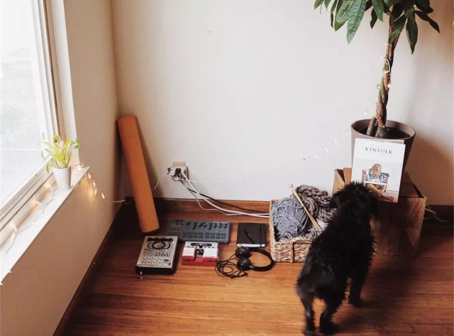 Music equipment on floor in minimalist home. Photo by Instagram user @amandaroseharper