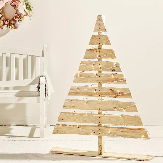 Homemade Christmas Tree Made out of Wooden Pallets. Photo by Instagram user @rona.ca