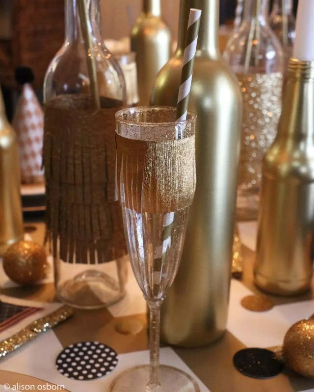 New Year's Eve Champagne Glass with Golden Accents. Photo by Instagram user @alisoninspires