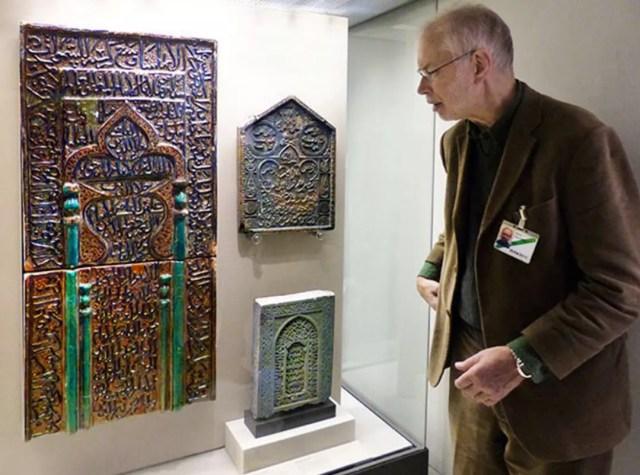 Elderly Man Examining Museum Exhibit. Photo by Instagram user @kombizz0