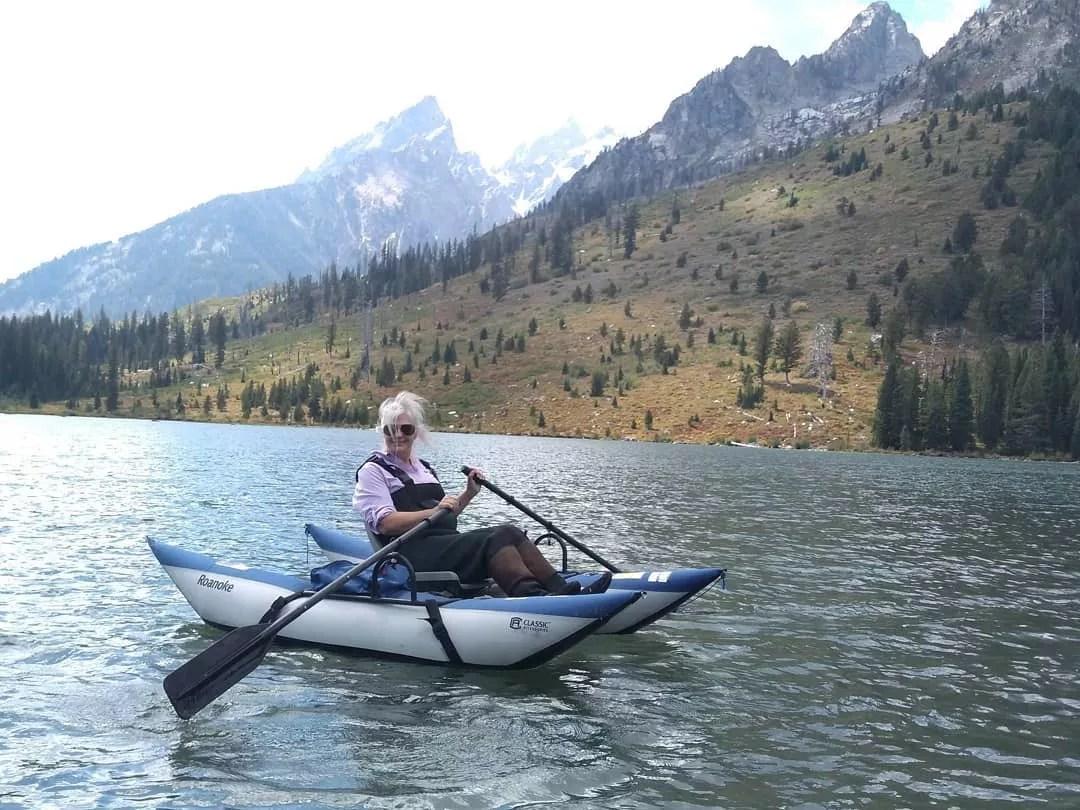Elderly Woman Using a Pontoon Boat in a Lake. Photo by Instagram user @bowlinbu