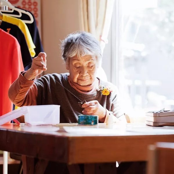 Elderly Woman Sewing in a Shop. Photo by Instagram user @harakohei
