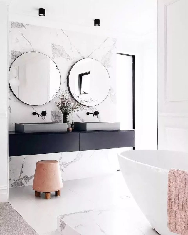 Marble bathroom with pink accents. Photo by Instagram user @marieburgos.design