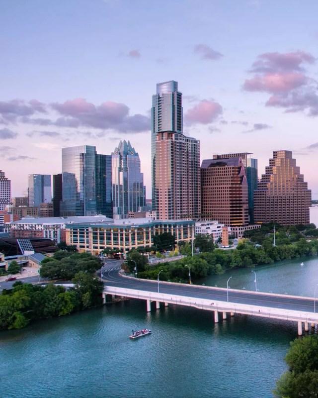 Austin TX skyline overlooking river photo by Instagram user @zoerikardo