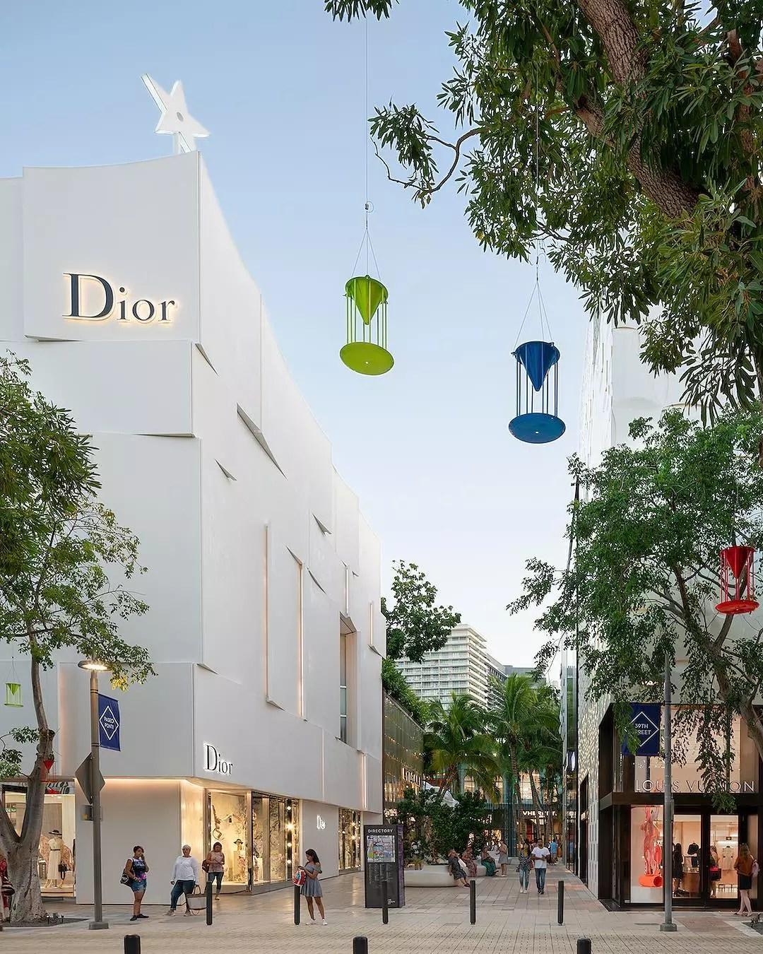 Picture of white Dior store in the Miami Design District in Miami, FL. Photo by Instagram user @miamidesigndistrict
