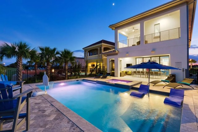 Vacation villa with pool in Orlando, FL. Photo by Instagram user @magicalvacationhomes