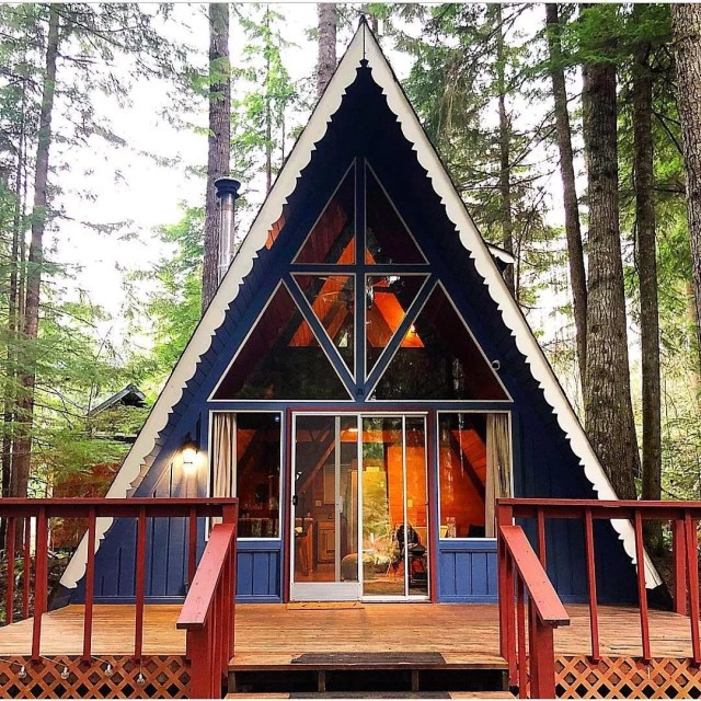 A-frame cabin in Ashford, WA. Photo by Instagram user @lizbogart76