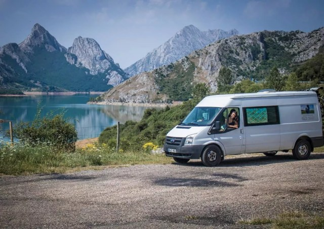 White cargo van near a lake and mountains. Photo by Instagram user @kangurfamily