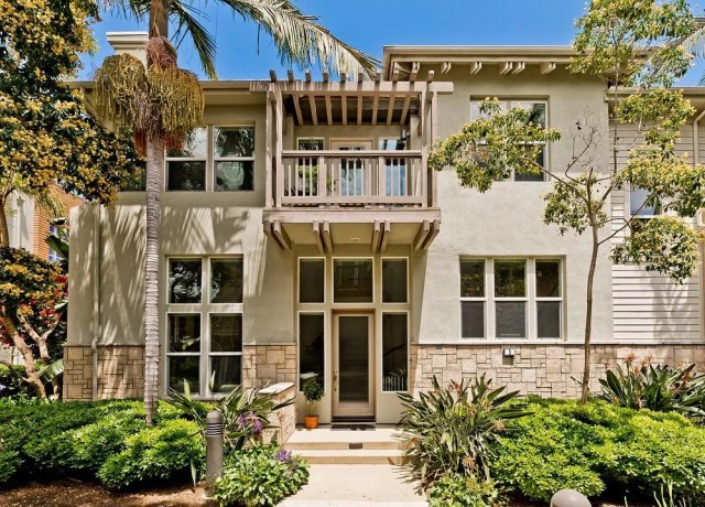 Modern house in Playa Vista, Los Angeles, CA. Photo by Instagram user @winnielicht_homesales