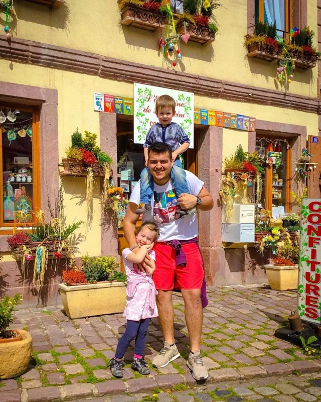 Au pair with children in Alsace, France. Photo by Instagram user @angelo.saenzmedina