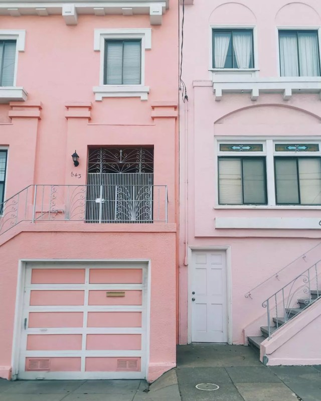 A light pink and dark pink home next to each other. Photo by Instagram user @jennlerner