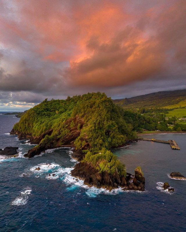 Pink sunrise over Hana and crashing blue water. Photo by Instagram user @eyes.on.art