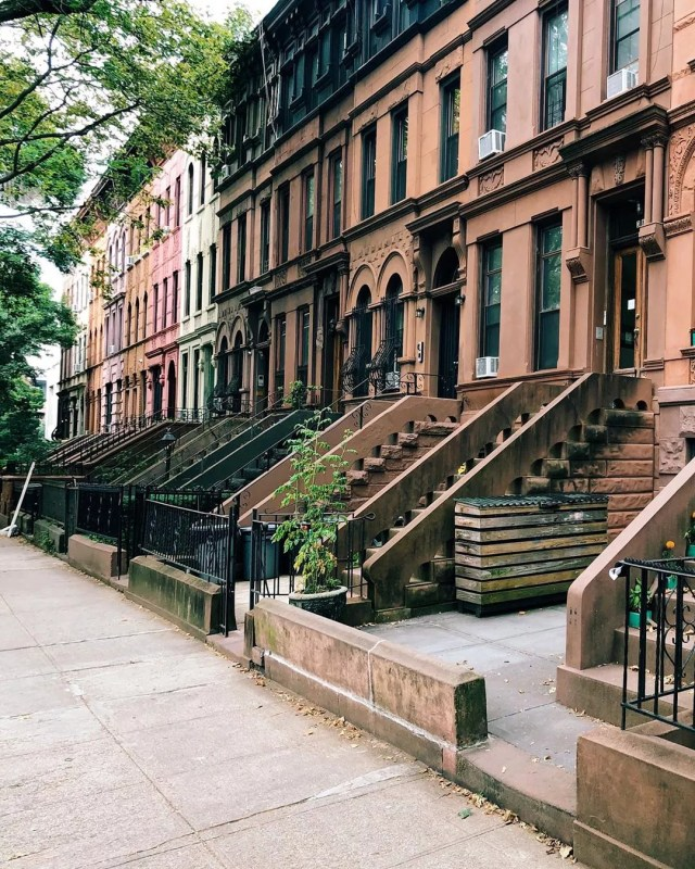 Brown, pink, and green rowhouses. Photo by Instagram user @andreabakacs