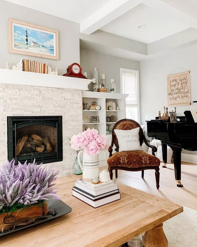 Coastal design home with traditional antiques. Photo by Instagram user @thehomeenvy