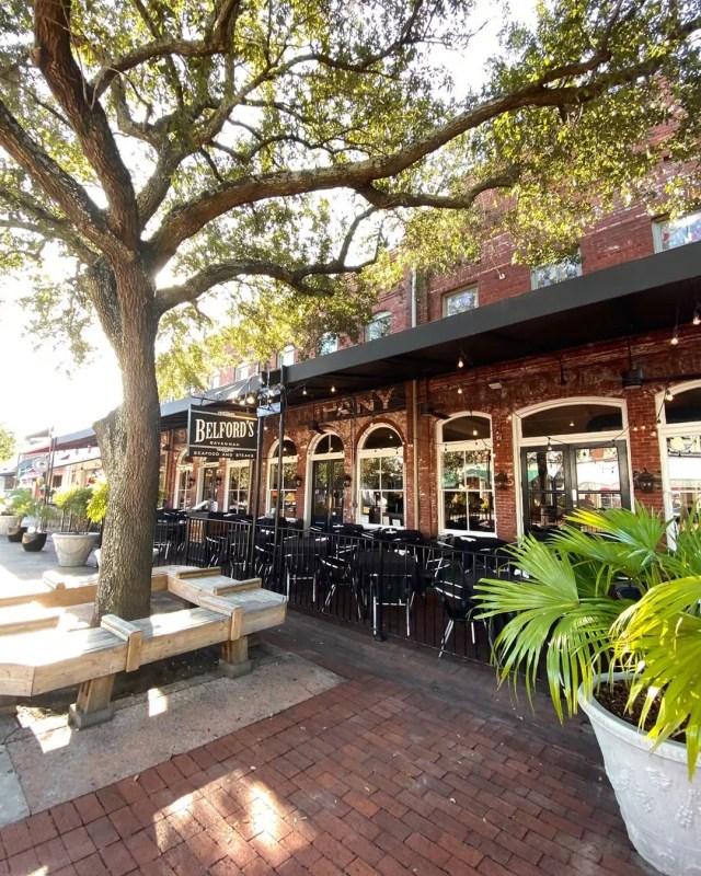 Brick restaurants next to tree in Savannah City Market. Photo by Instagram use @jessweiss87