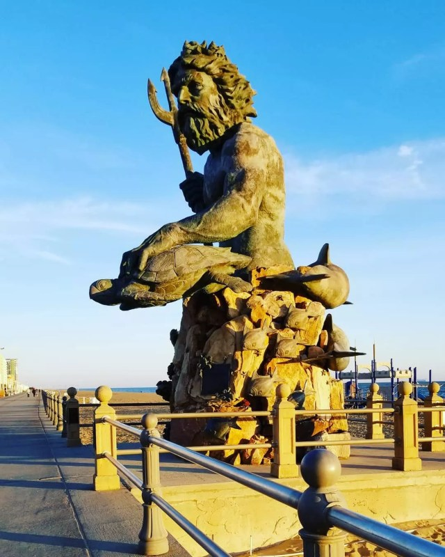 Statue of Neptune on boardwalk. Photo by Instagram user @remid_2015