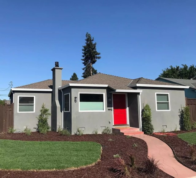 One-story gray house with red door in Burbank, San Jose. Photo by Instagram user @siliconvalleylofts